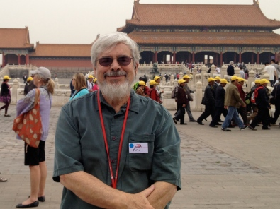 Phil in the Forbidden City, with yellow-hatted Chinese tourists in the background