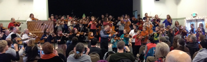 The Scottish fiddler Alasdair Fraser (center) leads his workshop students at a Ft. Casey concert.