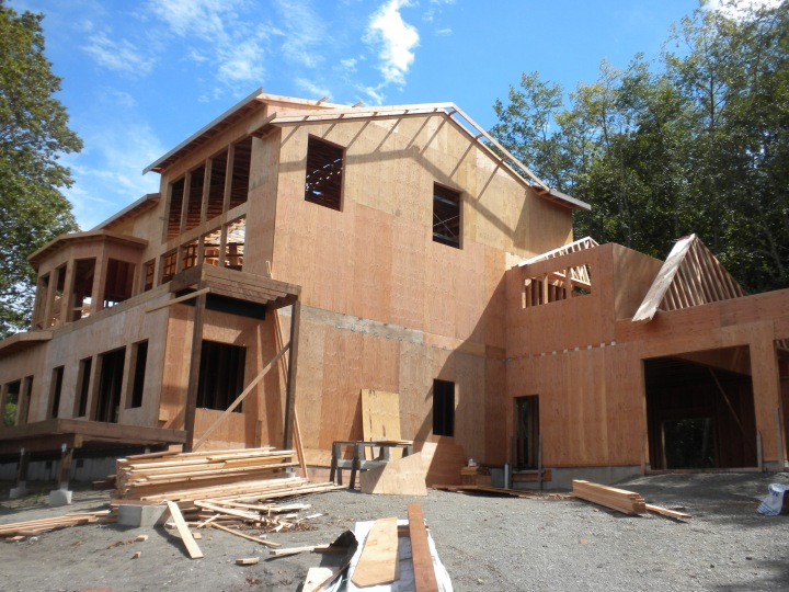 all the plywood is now on the outside walls of the house and it is going on the roof as well it really looks like a house now