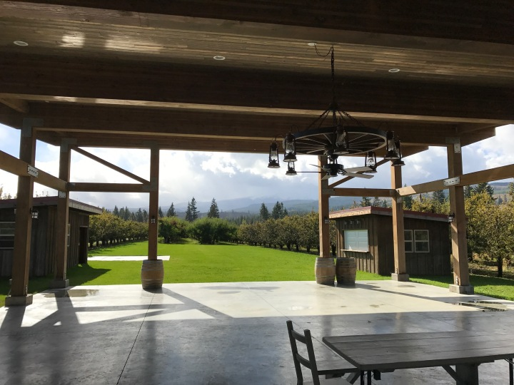 The Mountain View Orchards wedding venue. Behind that bank of clouds is a close-up view of Mount Hood.