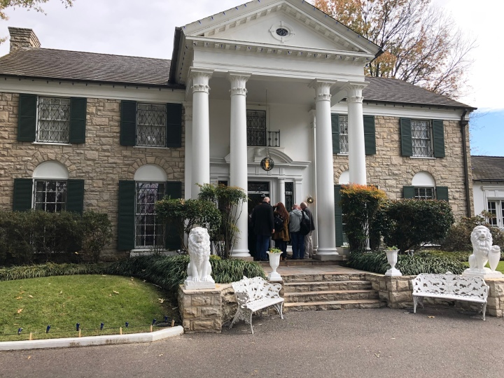 The main entrance to Graceland